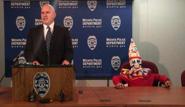 Missing amusement park clown mascot found in sex offender's home (Image 1)_27102
