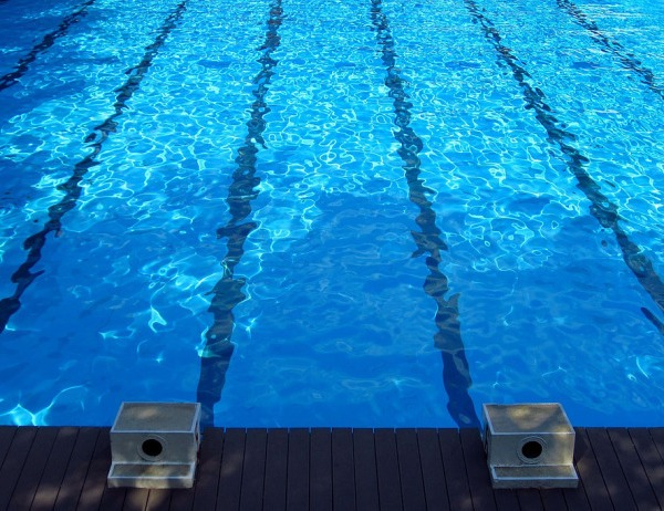 swimming-pool-873345_960_720_175688