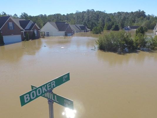 hope-mills-homes-flooded-twitter-2_272329