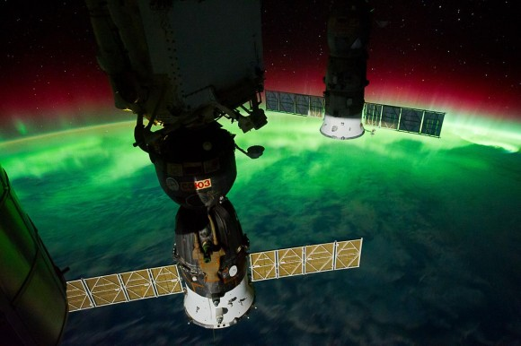 736886-aurora-australis-view-taken-by-the-expedition-29-crew-6fd26_374867