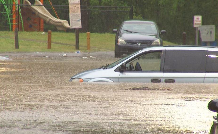 Dacian Road flooding 3_392317