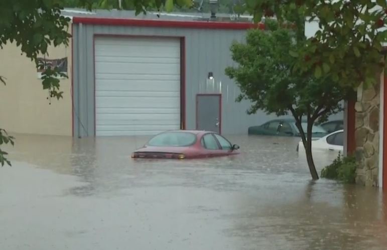 Flooding at a restaurant off Wake Forest Road in Raleigh (Lauren Haviland/CBS North Carolina)