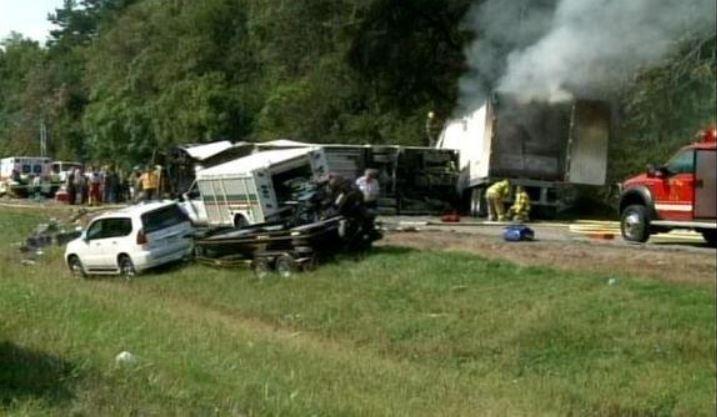 bus crash tenn i40_582665