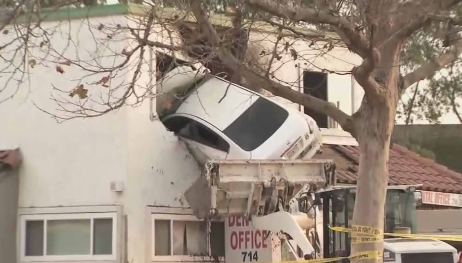 car into 2nd floor_570808