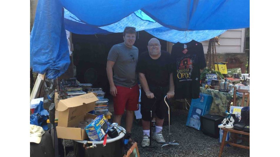 Vietnam veteran with terminal cancer holds yard sale to pay for own