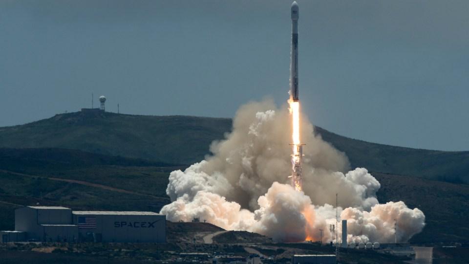 messenger spacecraft lift off - 960×540