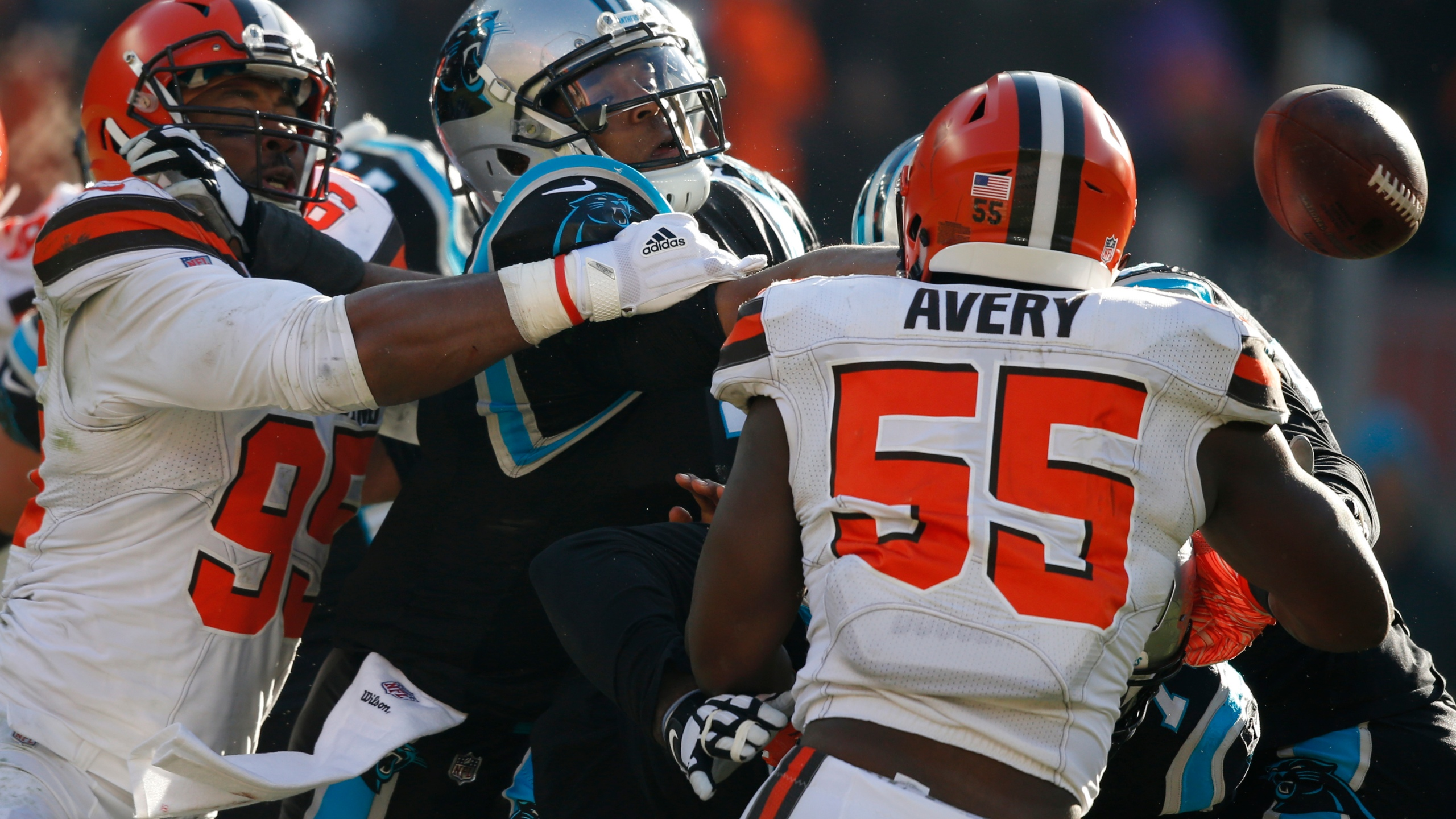 Panthers Browns Football_1544390100148