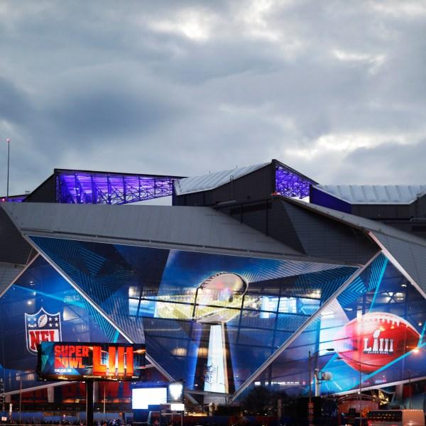 Patriots_Rams_Super_Bowl_Football_61350-159532.jpg42722545