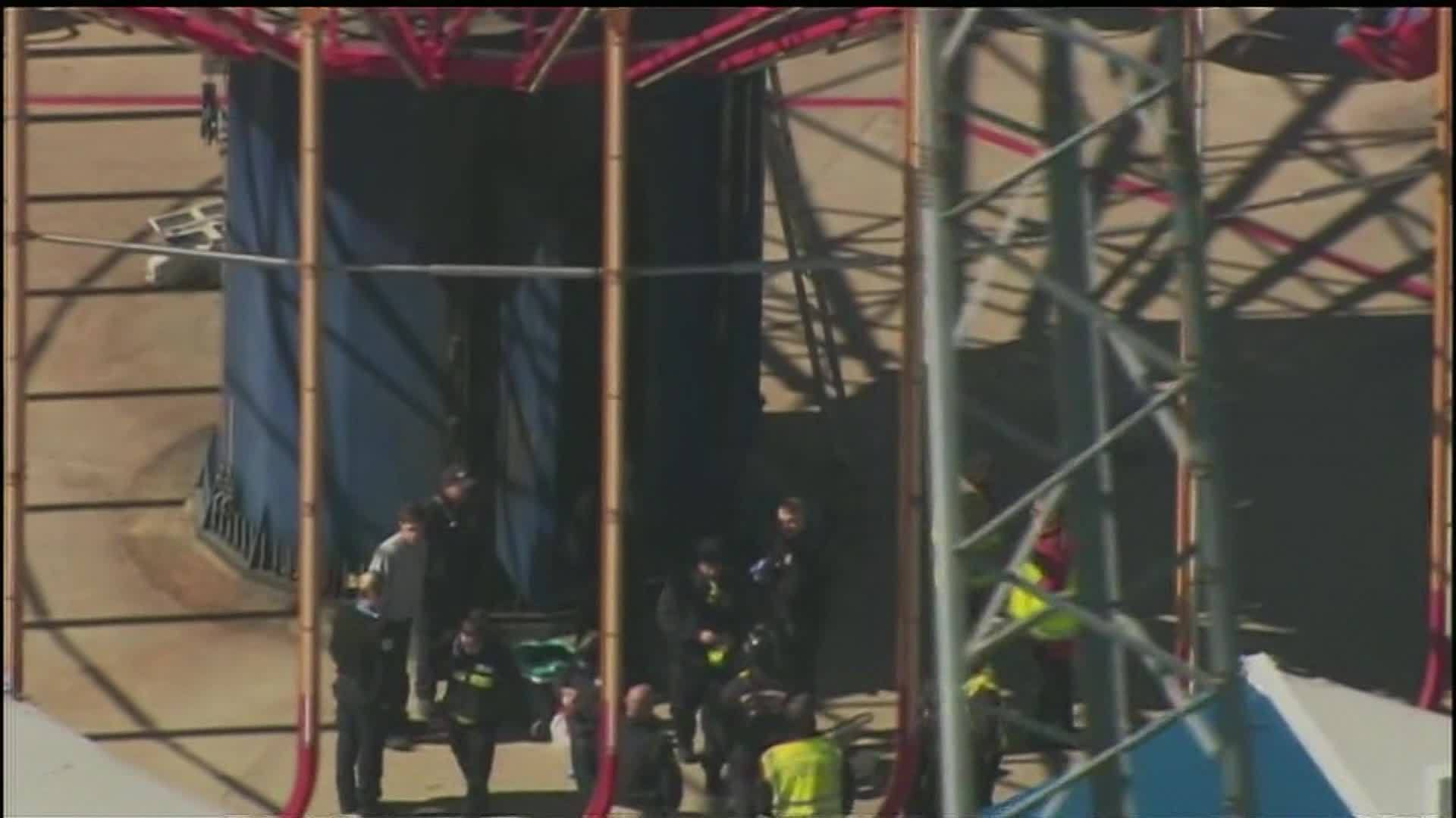 Worker's hand cut off while inspecting ride at Carowinds