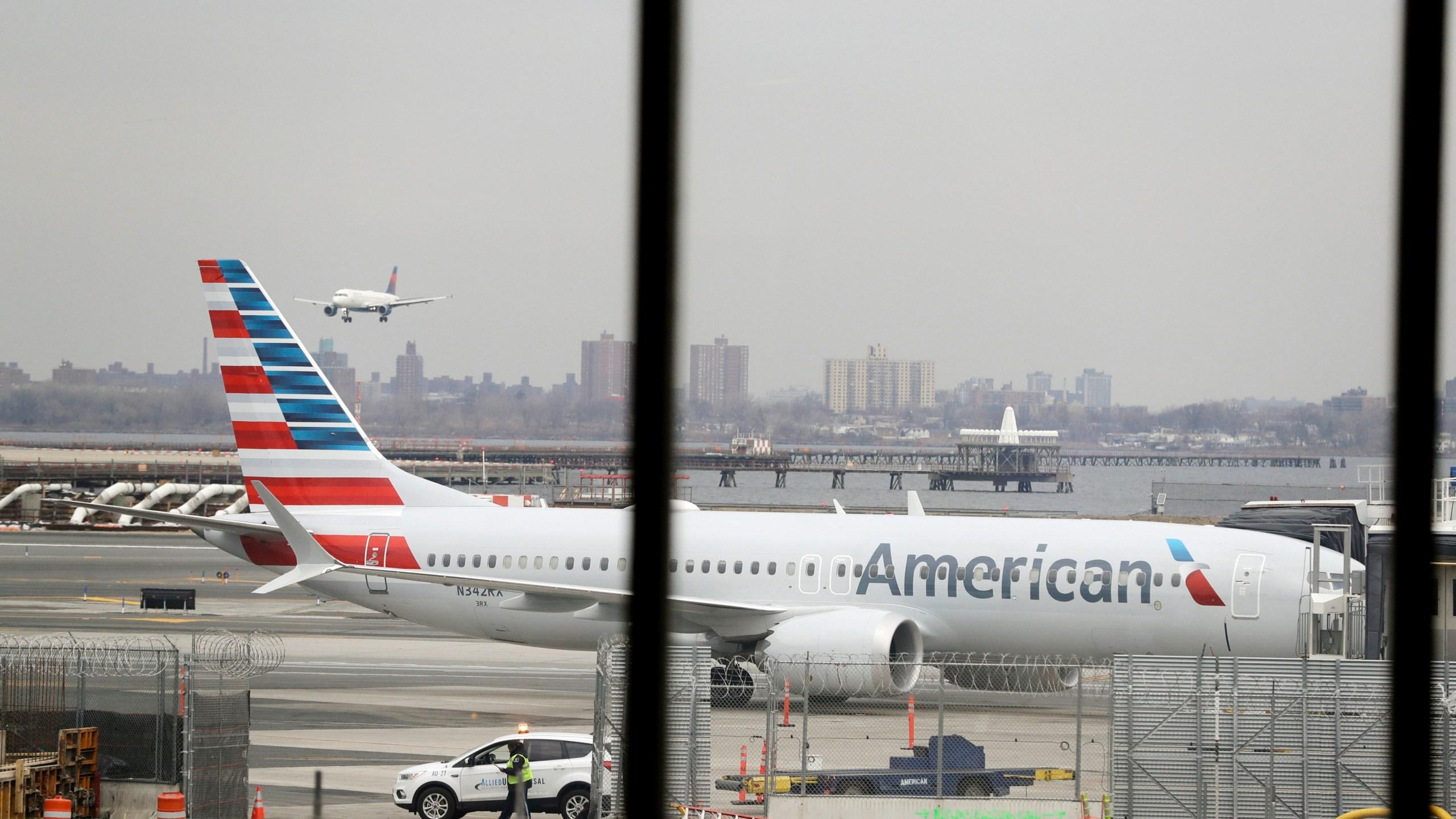 Boeing_American_Airlines_94123-159532.jpg23332441