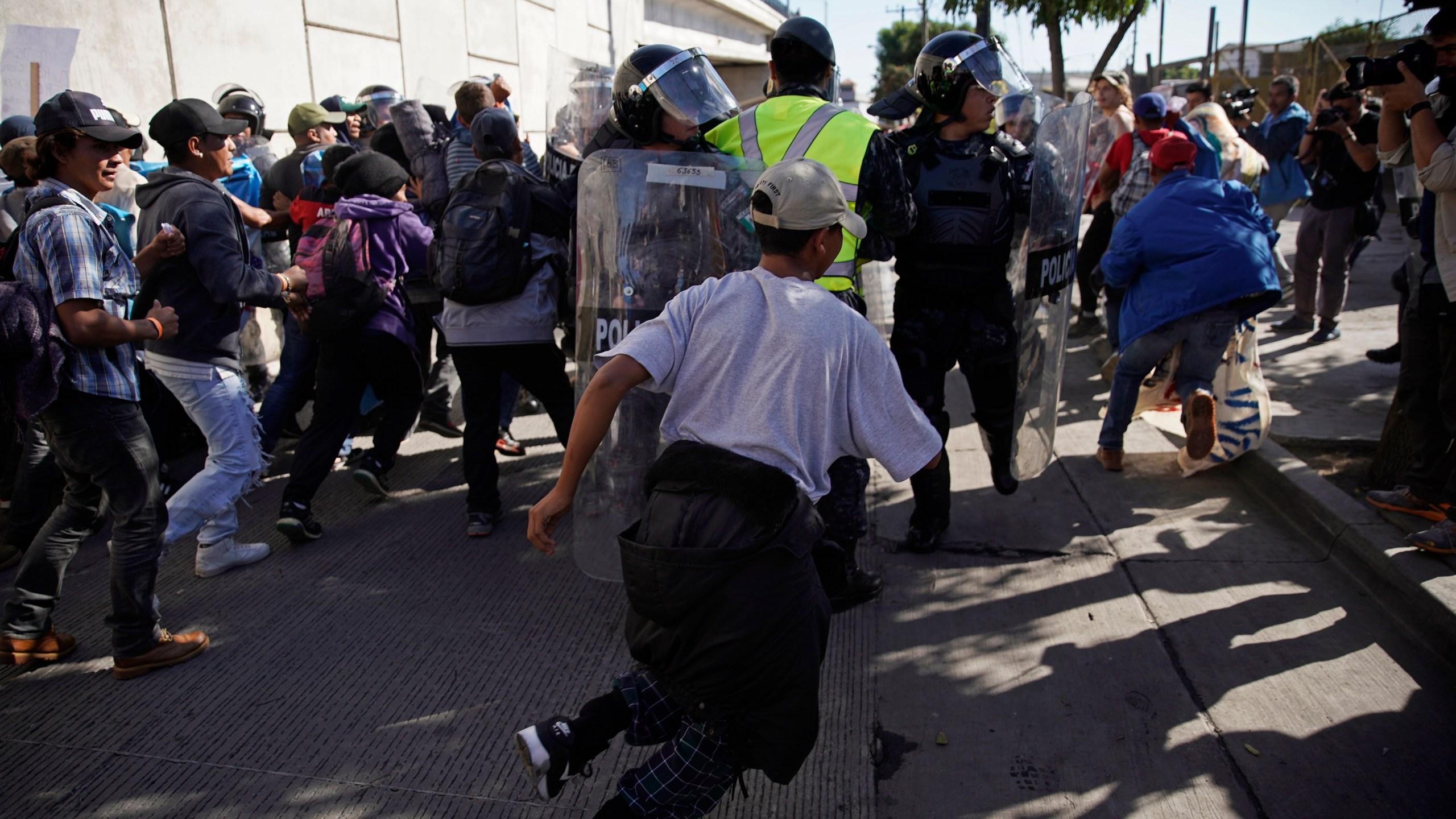 Central_America_Migrant_Caravan_27679-159532.jpg23432299