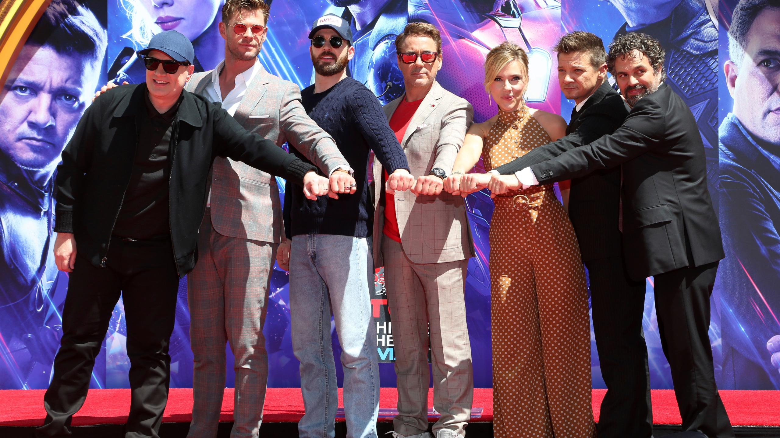 The_Cast_of__Avengers__End_Game__Hand_and_Footprint_Ceremony_76329-159532.jpg98425366