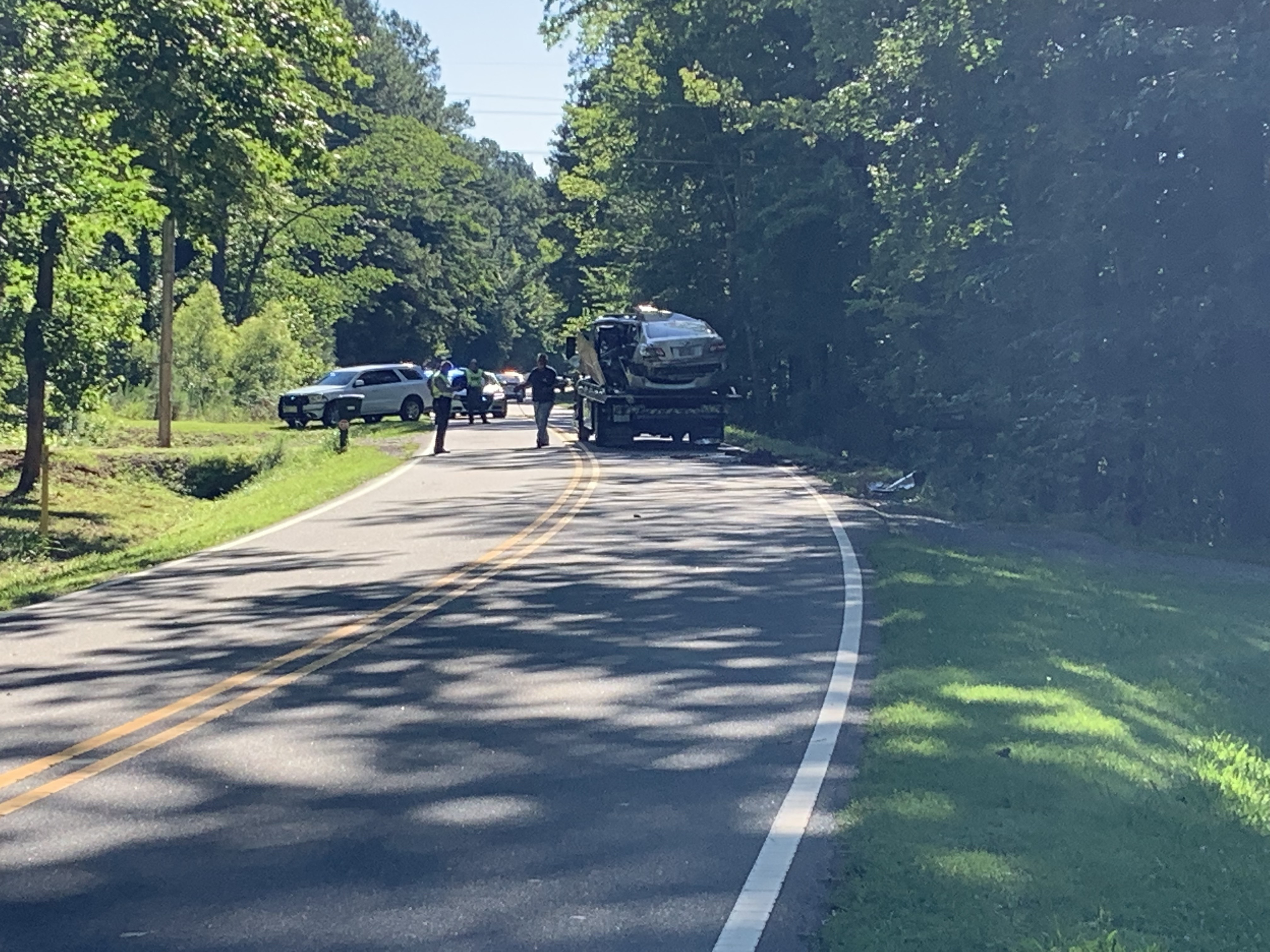 Driver ejected, killed after car slams into tree in Durham County