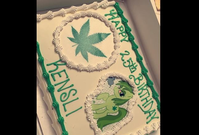 Incredible Baker Mistakes Moana For Marijuana On Birthday Cake Cbs 17 Personalised Birthday Cards Sponlily Jamesorg