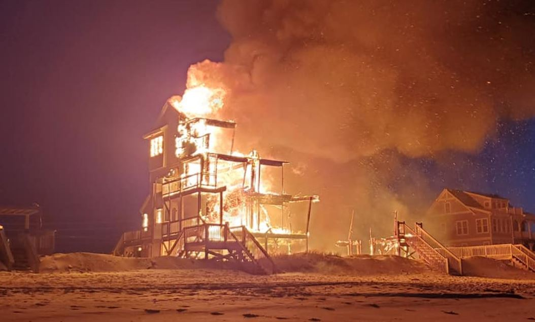 Video Massive Fire Destroys Oceanfront Home At Nc Island