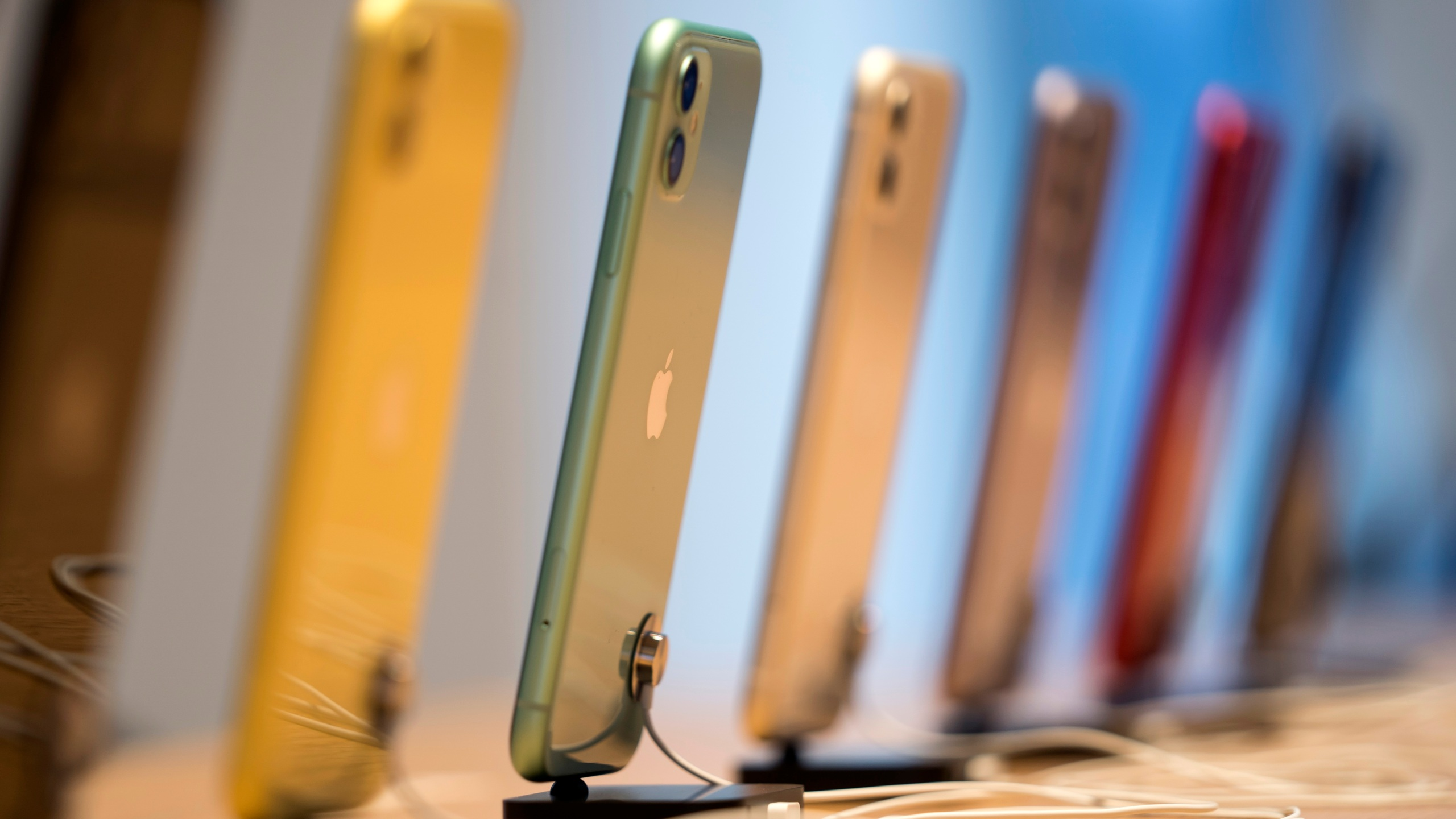 Apple Warns Some Iphone Users Update Your Phone Or Lose