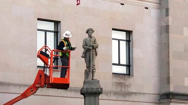 Majority of North Carolinians want Confederate monuments to stay, poll says