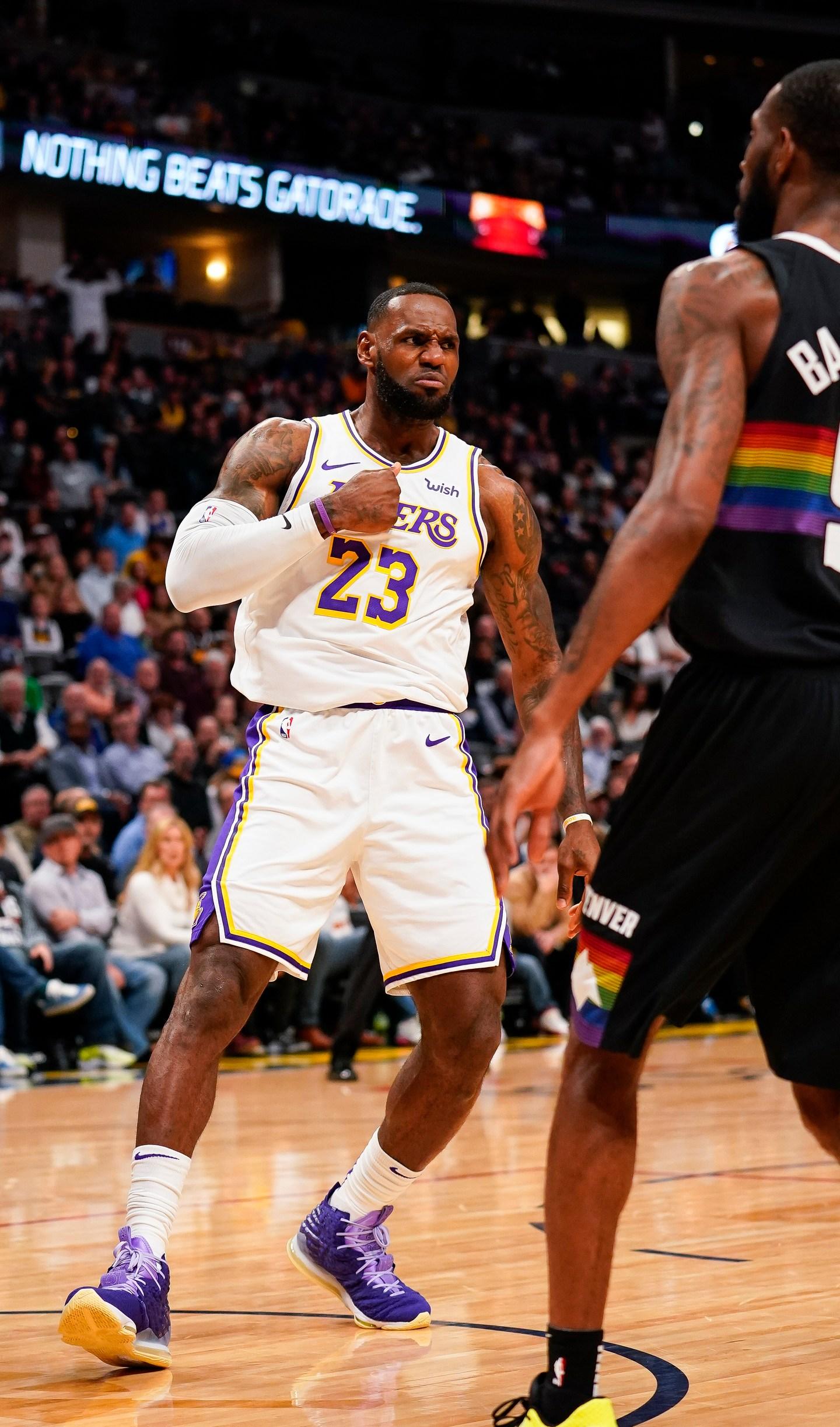 James Davis Each Score 25 Lakers Beat Nuggets 105 96