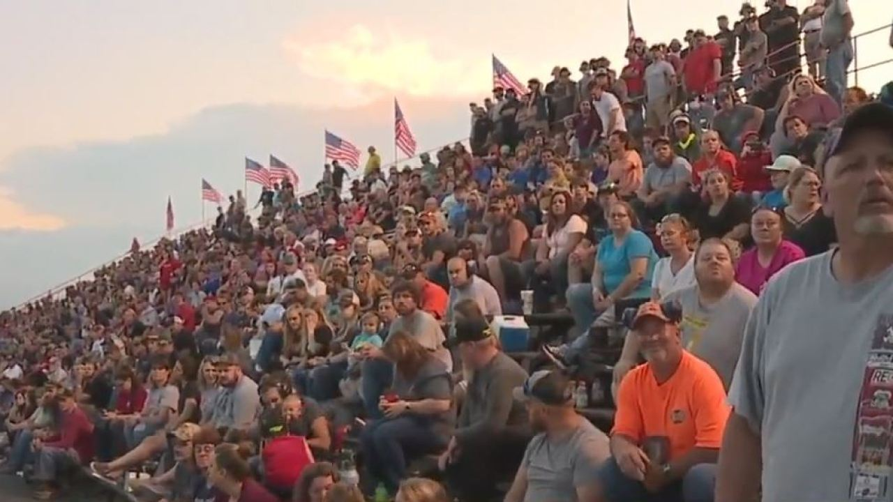 Fans pack stands at reopening of NC speedway after sheriff said he would not interfere