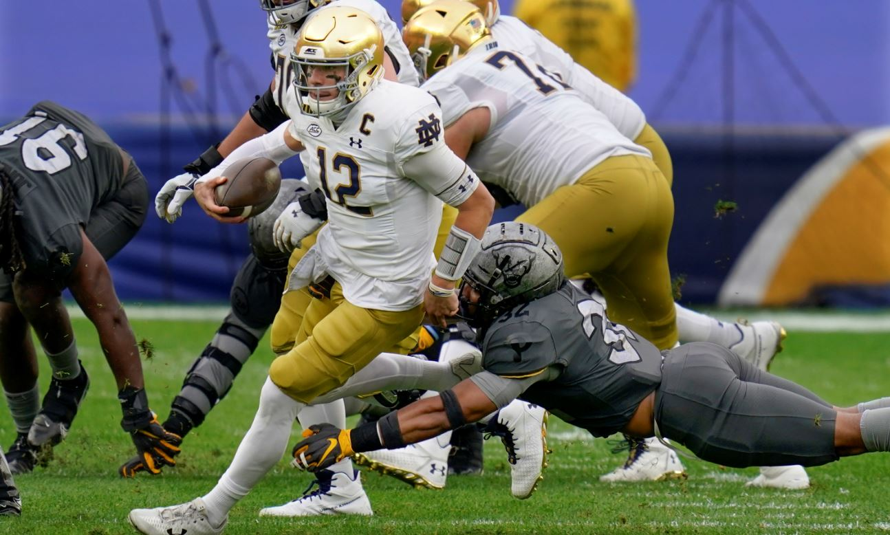No. 3 Notre Dame rides big plays to 45-3 win over Pitt ...
