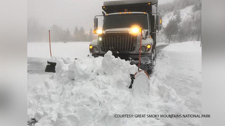 1st Nc Mountain Snowfall Closes Blue Ridge Parkway Other Roads Cbs 17